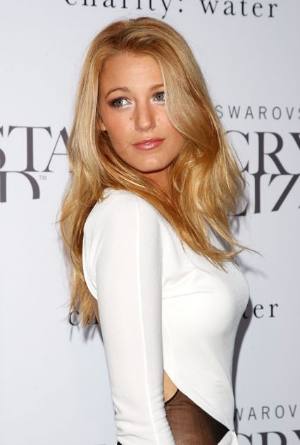 Blake Lively is inseparable for the most famous haircuts, She rocks them always, from braids to straight hair. We love her blonde hair! #hairinspiration