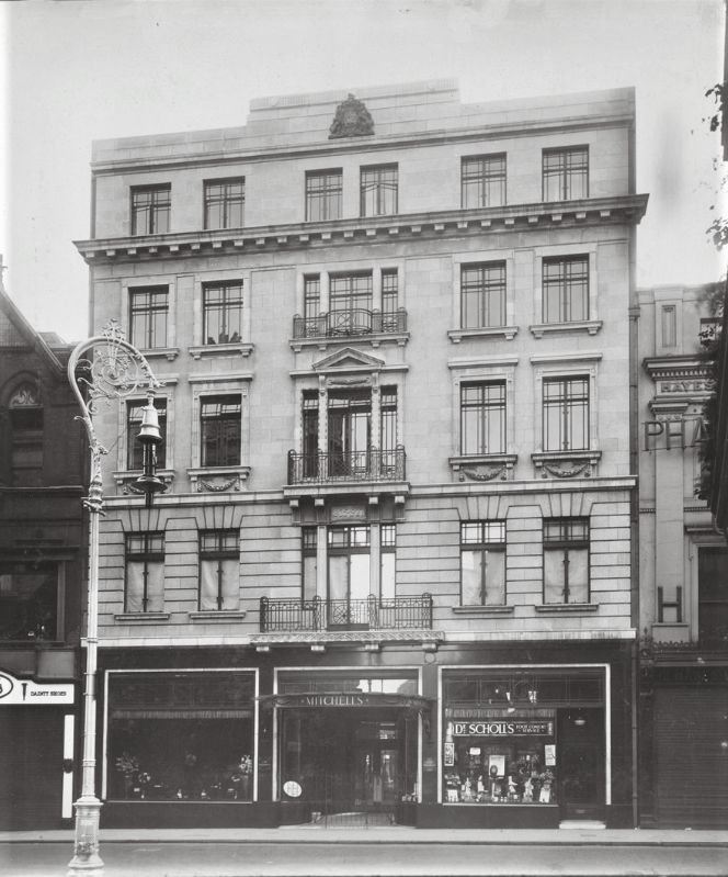 Mitchell's restaurant and hotel, 9-11 Grafton Street was constructed between 1926 and 1928 .