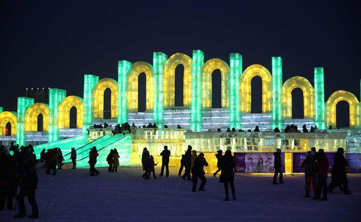 Foto delle sculture di ghiaccio all'Harbin Ice Festival n.24