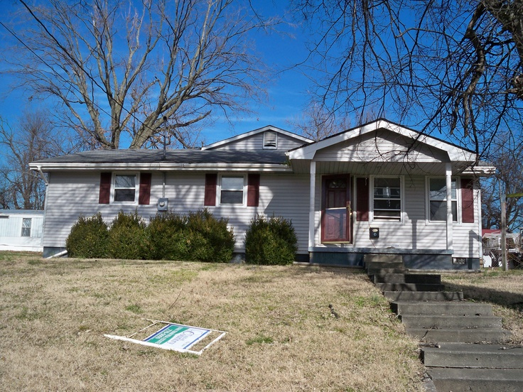 PENDING!    METROPOLIS, IL - 513 W 4th St. - GREAT DEAL FOR $34,900! This home is bank owned and will not last long. I HAVE ADDITIONAL BANK OWNED AND REO/FORECLOSURES! Contact me at 618-694-5678 or salukirealtor@hotmail.com