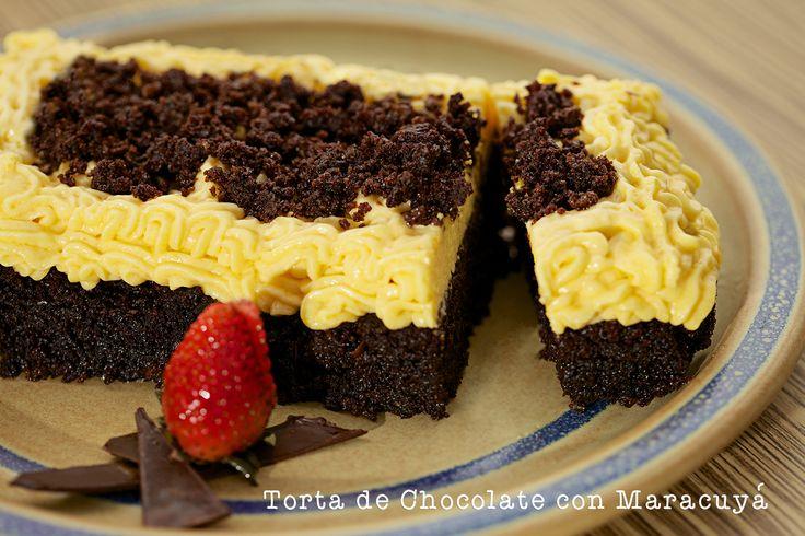 Un contraste lindo y delicioso el  de la Torta de #chocolate con un suavecito mousse de maracuyá. Si ya te antojaste comunícate con Olguita al 3123629574 y pide lo que quieras!