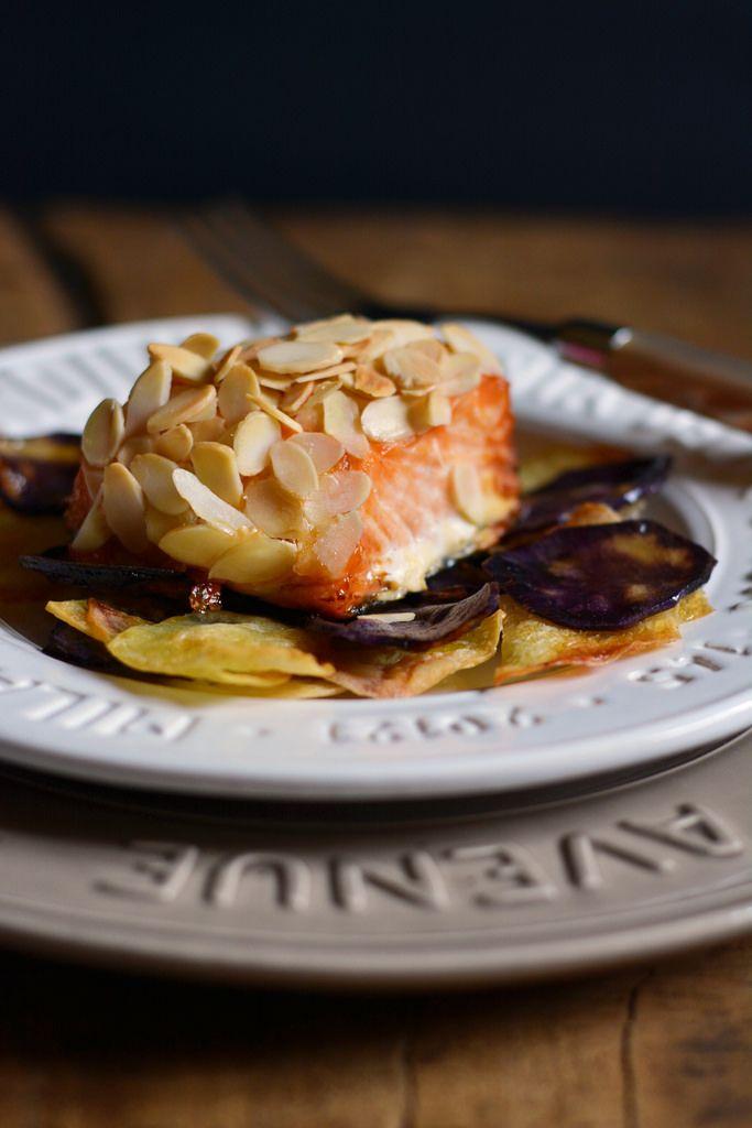 Salmone in crosta di mandorle con chips di patate | Farina lievito e fantasia