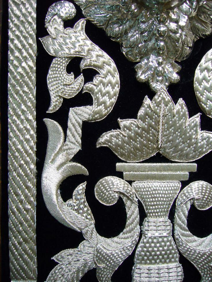 Los respiraderos y corbatas del paso del Santo Cristo de San Agustín de Granada, fueron sin duda la primera gran obra del Taller, y...