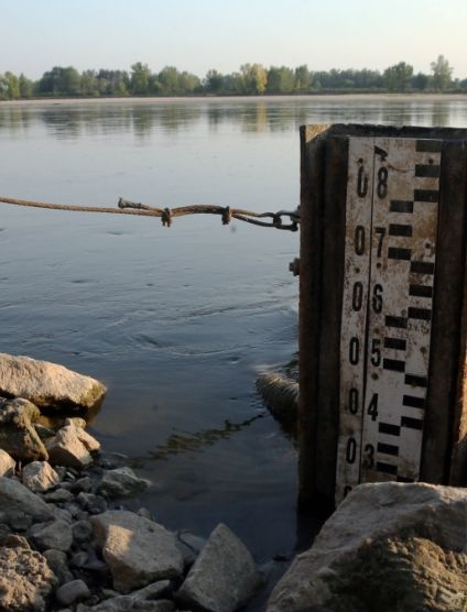 """""""Odra nawet do kolan nie sięga"""". Poziom rzek będzie dalej spadać. http://tvnmeteo.tvn24.pl/informacje-pogoda/polska,28/odra-nawet-do-kolan-nie-siega-poziom-rzek-bedzie-dalej-spadac,175868,1,0.html"""