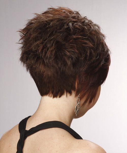 Kurze, gerade, formelle, geschichtete Pixie-Frisur mit seitlich gefegtem Pony - Chocolate Brunette Haarfarbe