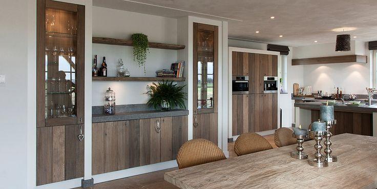 Houten keuken piet boon landelijke keuken houten servieskast mooie bijkeuken modern landelijk for Interieur moderne