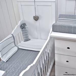 Baby 39 s only kinder en babykamer grijs pinterest babies - Babykamer beige en wit ...