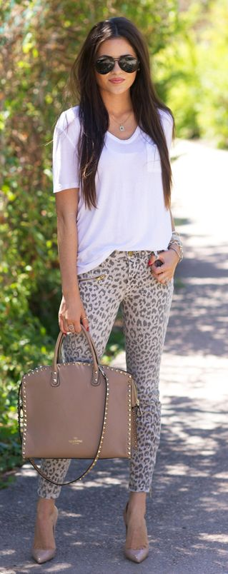 Rachel Parcell is wearing a T-shirt from Alexander Wang, leopard print trousers from Current/Elliott and a bag from Valentino
