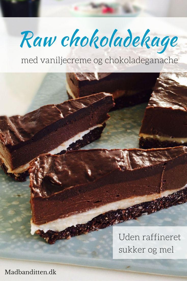 Raw chokoladekage i flere lag med vaniljecreme og chokoladeganache - lavet af 100% naturlige ingredienser. Sukkerfri, glutenfri, kornfri og vegansk - Opskrift her: