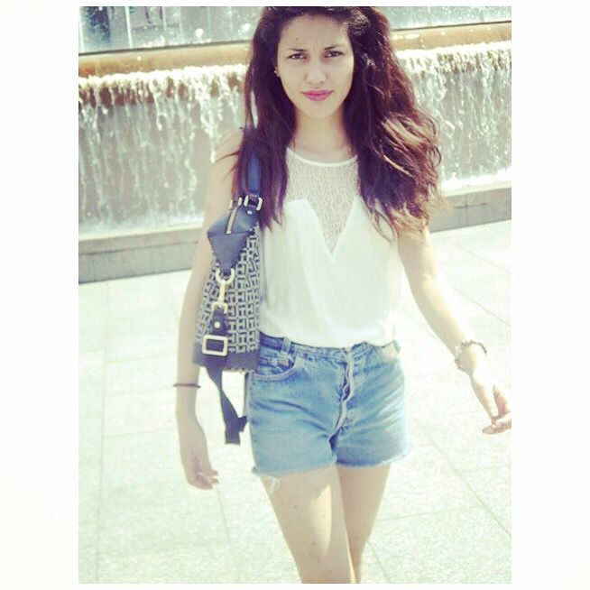 #me #model #modeling #amateur #photography #barcelona #spain #summer #vacation #french #style #look #tommyhilfiger #levis501 #levis #jeans #shorts #white #shirt #brunette #legs #photography #me #selfie #shot #girl #woman