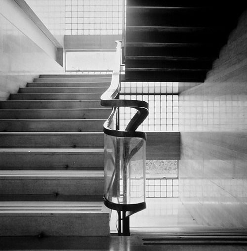 Great railing detail      Giuseppe Terragni | Casa del Fascio, 1932-1936 Como  Photo by Enrico Cano