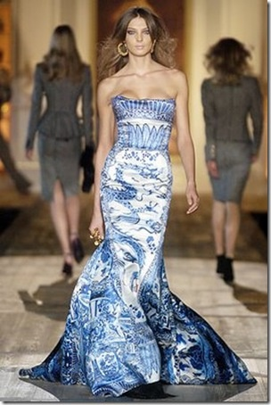 now, this is a bridesmaid dress to be proud of.: Couture Gowns, Christian Dior, Cobalt Blue, Blue China, Roberto Cavalli, Prints, Dresses Prom, Blue Willow, Blue And White