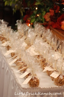 Escort cards- candy apples are great for a fall favor