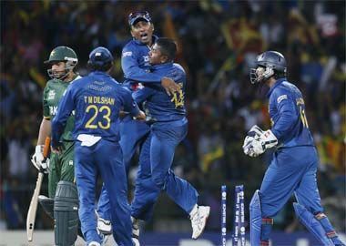 Sri Lanka beat Pakistan by 16 runs to enter T20 WC final