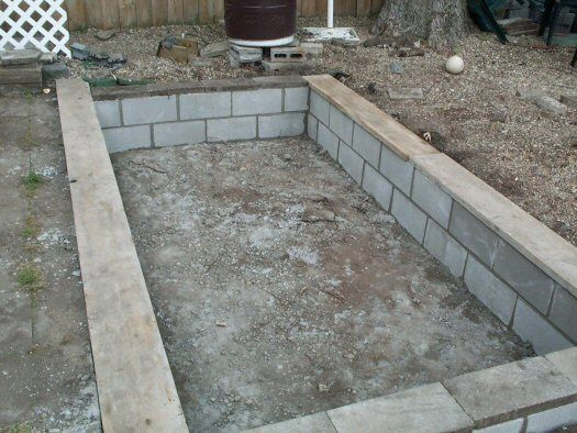 How to build small pool the concrete block work has for Concrete garden pond