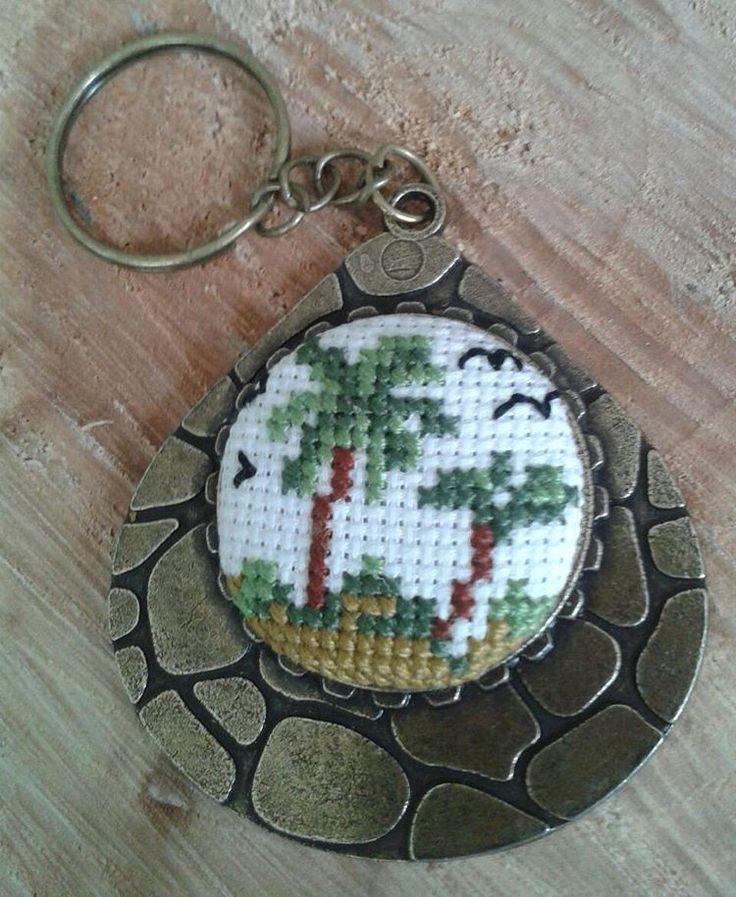 Yeni anahtarlık modelimiz...#elyapımı #elişi #handmade #carpiisi #xstitch #crossstitch #kanavice #anahtarlik #keychain #keyring #palm #palmiye #palmtrees #acssesories #aksesuar #hobby #yaz #summer http://turkrazzi.com/ipost/1523906997858053027/?code=BUmAVcuD6uj