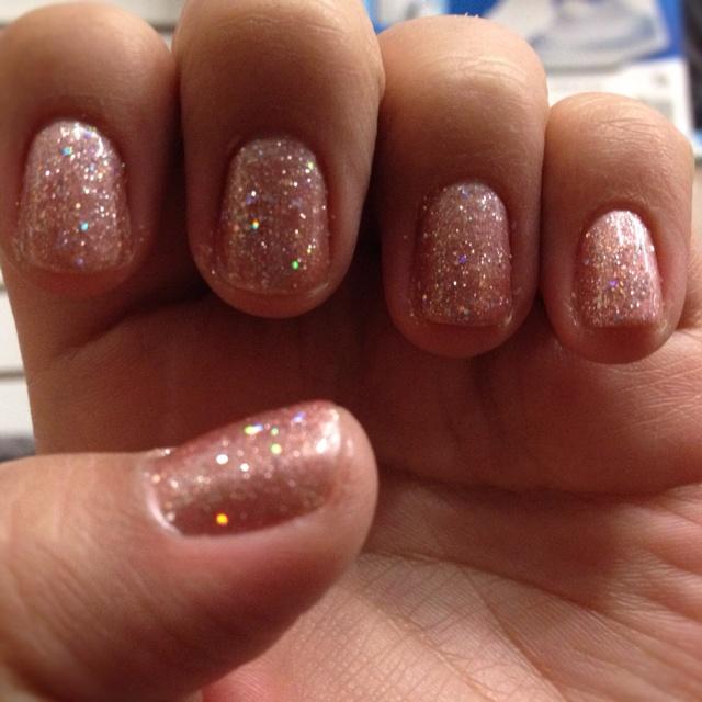 Shellac nail polish glitter