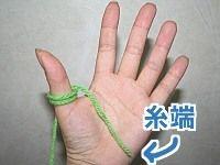 大人気記事、アクリルたわしの作り方第3弾。今回は、棒針もカギ針も使わず、指で編める「ゆびあみ」でアクリルたわしを作ってみました!コロンと可愛い『アクリルロールたわし』。編み方画像つきです!