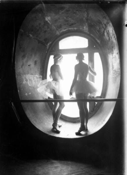 Ballet dancers standing in window of the Paris Opera during rehearsal of Swan Lake, 1930 - Alfred Eisenstaedt