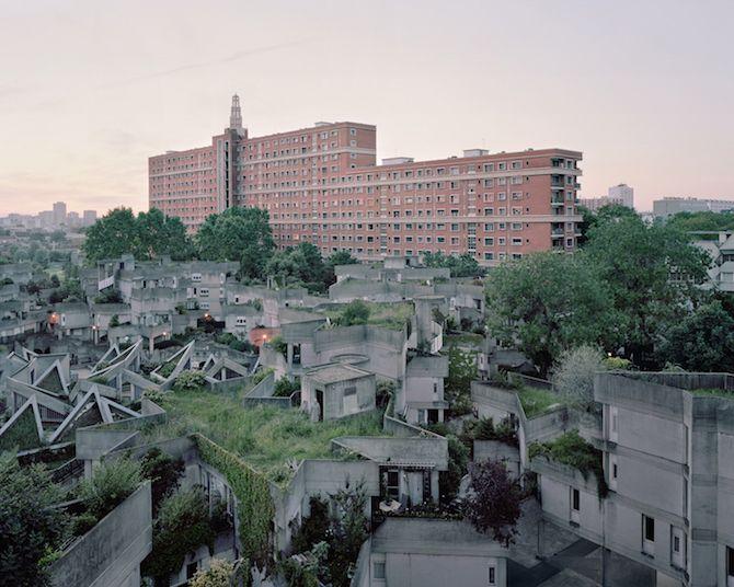 les Bâtiments délabrés oubliés dans Paris capturés par Laurent Kronental (13)
