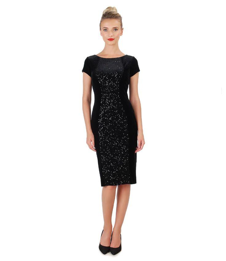 Rochie din catifea elastica neagra, cu decolteu rotund, maneci scurte si insertie cu paiete pe mijloc fata. Se inchide cu fermoar ascuns pe mijloc spate.