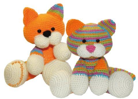 Tutorial: gatitos tejidos en la técnica del amigurumi (crochet), free pattern.