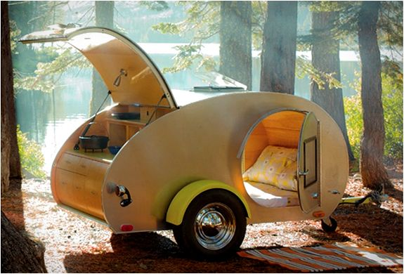 Something about this Vintage Teardrop Trailer makes me really happy inside. I want this moment and someone to spend it with.