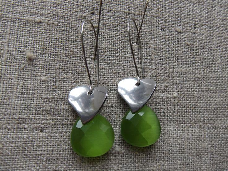 Earrings / Øreringe. Green dangle earrings made of steel and cateye glass. www.bulowssmykker55.amioamio.com