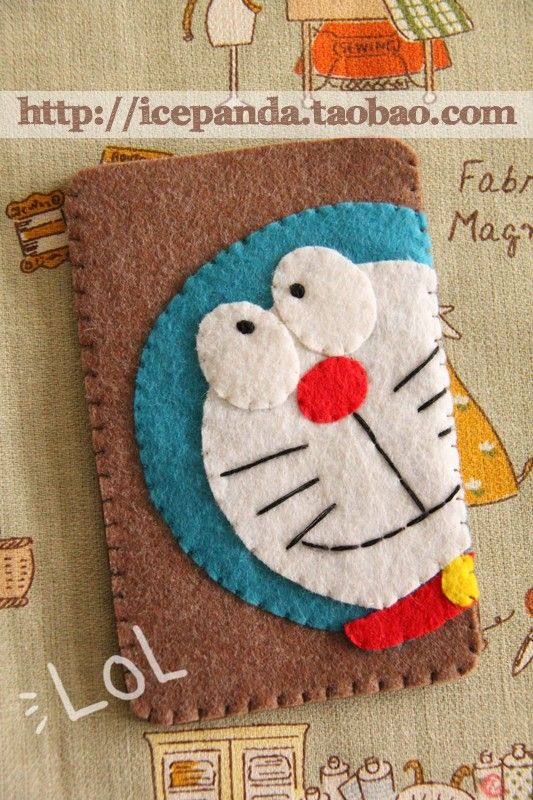 felt ipod/iphone case doraemon. ^^