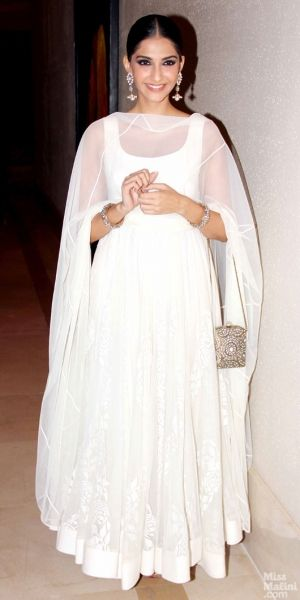 Sonam Kapoor carrying an Invintage bag at the Raanjhnaa success party!