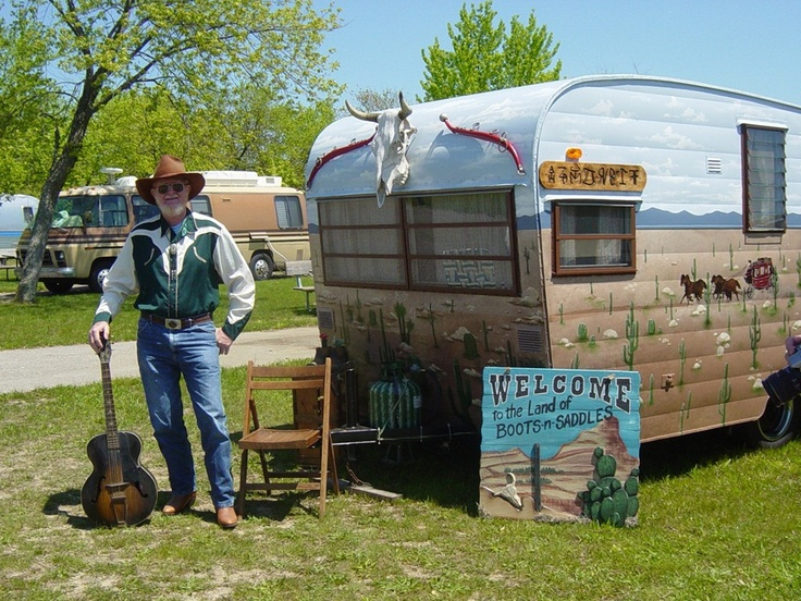 Love the cowskull!: Cowboys Campers Great, Bobs, Glamper Campers, Campers Trailers, Campers Exterior, Artsie Campers, Campers Great Paintings, Tins Cans, Vintage Campers