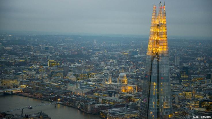 El edificio más alto de Europa occidental, el Shard, abrió sus puertas a comienzos de año. En el piso 72 hay una plataforma para observar la ciudad a 243 metros de altura. Londres.