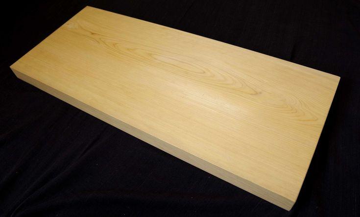 美吉野キッチンまな板です。木は桧(ひのき)の無垢材です。桧の中でもブランド材『吉野桧』を使用しています。