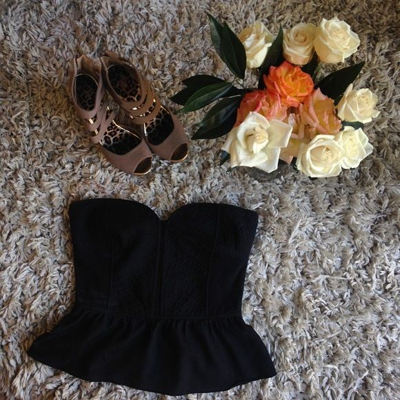 Black bustier top Super cute black bustier top! Hardly worn its too big for me but needs a new and loving owner! Perfect for date night or a night out with the ladies✨ Tops