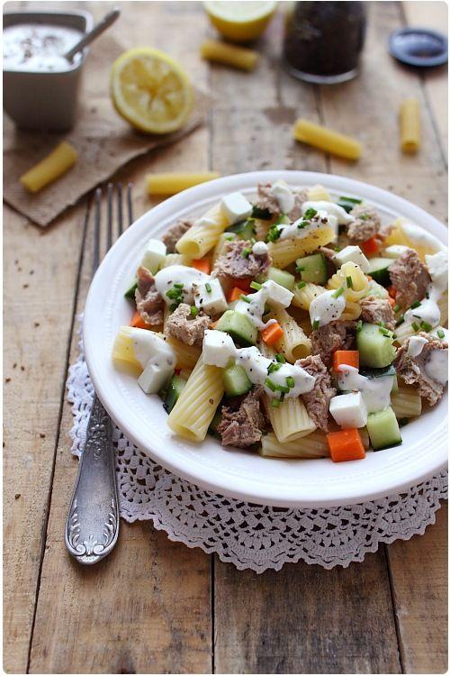 Je vous propose une salade composée très rapide à faire mais qui nous plait beaucoup pour sa fraicheur. Elle serait parfaite pour un pique-nique. Vous pouv