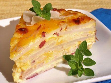 Delicioasa placinta de cartofi cu sunca si parmezan se poate servi atat ca aperitiv la o masa simandicoasa, cat si ca fel de mancare principal. Puteti folo