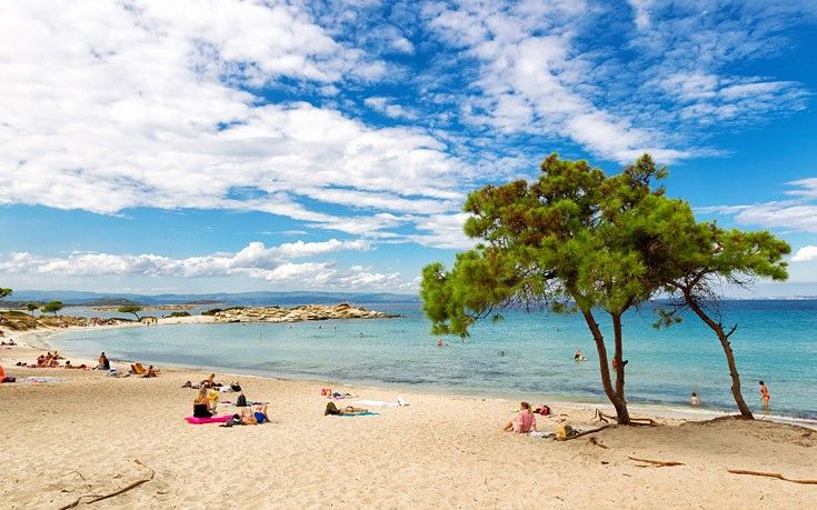 Οι γαλάζιες παραλίες στη Βουρβουρού Χαλκιδικής