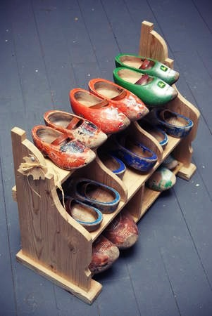 Klompenrekken.....Wooden Shoe Rack....wish I had this many wooden shoes so I could display them!