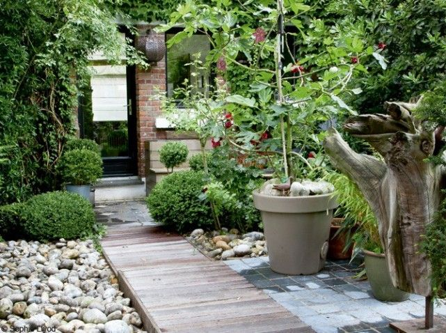 Un joli jardin de ville gardening pinterest for Gravier de decoration jardin