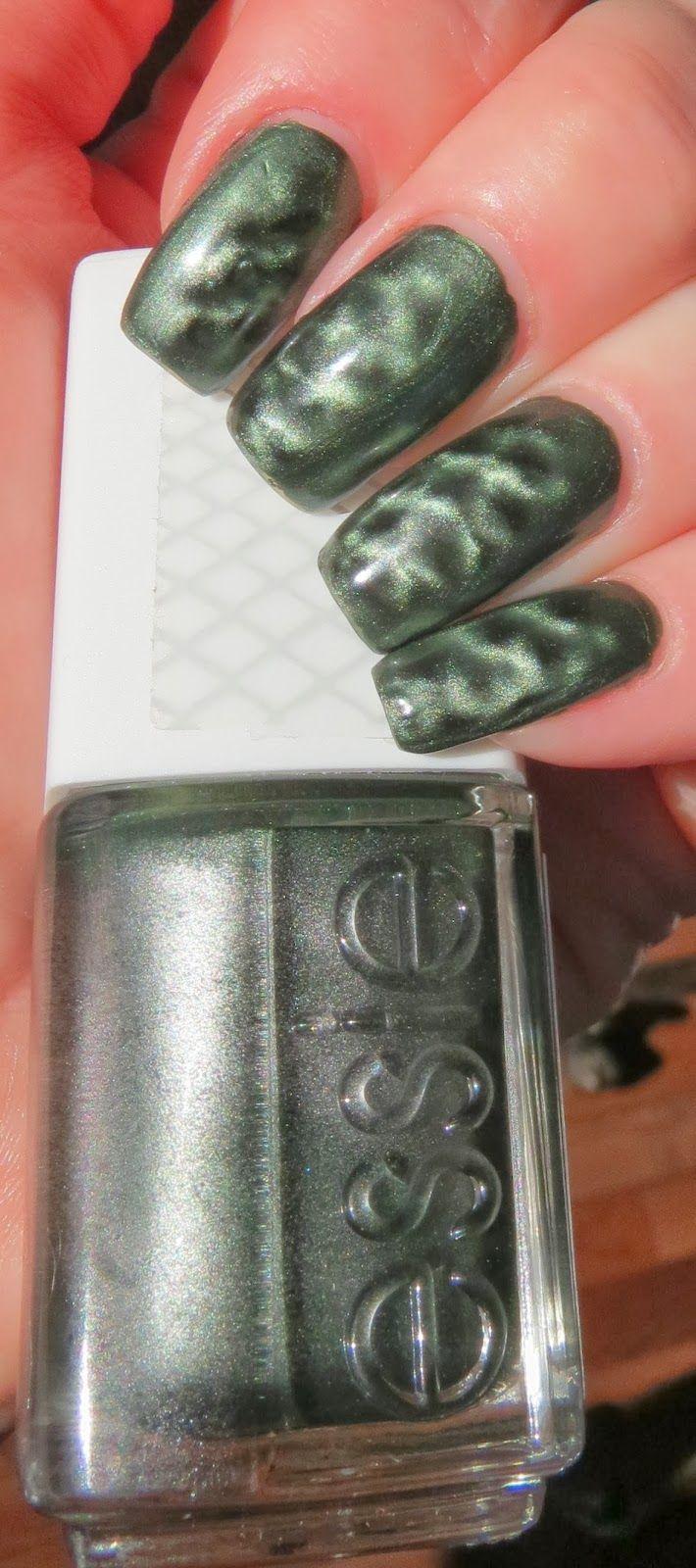 Crocadilly Essie Manicure #Essie #Crocadilly #Manicure #NailPolish #Nails #MagneticPolish #GreenNails #ItsNotEasyBeingGreen #NailArt #fun #MagneticPolishTips