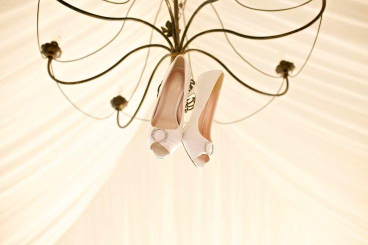 Khun Aez's imaginative placing of the Bridal shoes