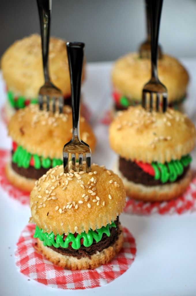 Mini Hamburger Cupcakes-- love these edible crafts for kids. What a fun after-school snack!