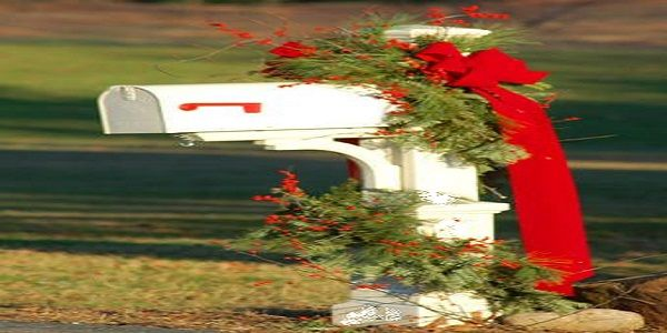 Simple Front Yard Christmas Decorating with Christmas Decorated Mailbox