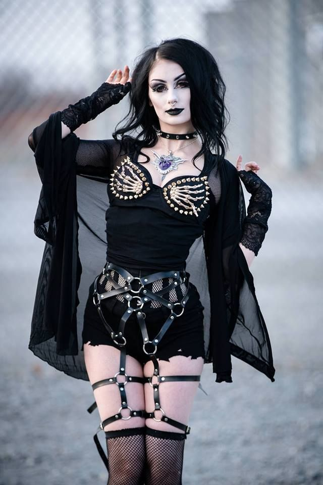 Model: TheBlackMetalBarbie hy Bra: O'Punks/Corset: Orchard Corset Gloves:Ghoulish Girls/Harness:The Body Harness Welcome to Gothic and Amazing |...