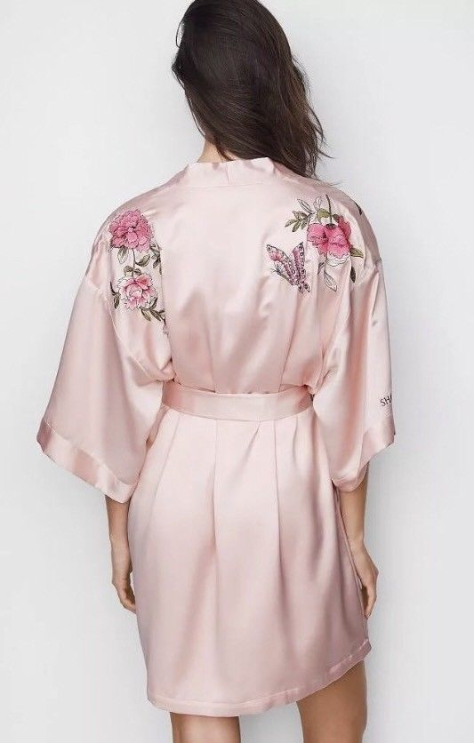 41d7c57543 NWT Victoria s Secret Shanghai Fashion Show 2017 Pink Robe M L Limited  Edition