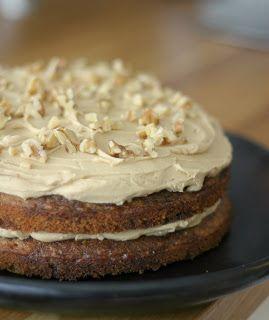 Kake med valnøtter og kaffe