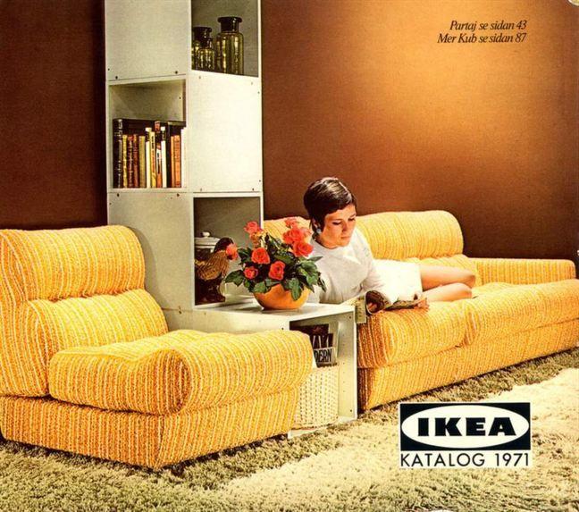 Gult och brunt! Spånplatteinredning var också stort på 70-talet. Här bokhyllan Kub och gula soffan Partaj från Ikeas katalog 1972.