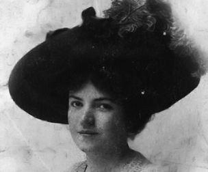 """Celile Hanım-Celile Hanım Eserlerinde nü kadın temasına yoğun yer vermiş ilk kadın ressamdır. """"Nazım Hikmet'in annesi ressam Celile'yim"""" Doğum Tarihi: 1880 Doğum Yeri: Selanik Ölüm Tarihi: 1956 Ölüm Yeri: Ankara"""