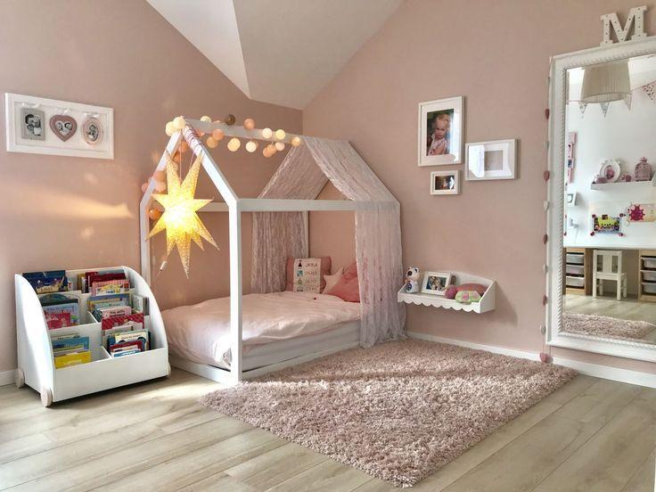 Zimmer unserer Tochter – Bett / Leseecke