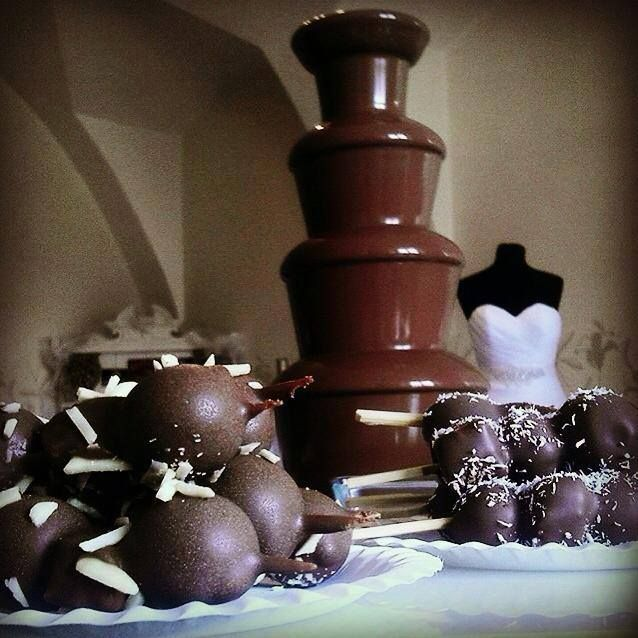 Who loves choccolate a Choccolate fountains? Pin it !